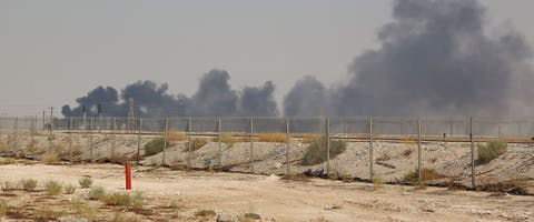 Rook stijgt op uit de olie-installaties van Aramco in Saudi-Arabië na een droneaanval op 14 september 2019. De door Iran gesteunde Jemenitische Houthi-rebellen claimen achter de aanval te zitten. © AFP via Getty Images