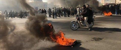 In november 2019 protesteren Iraniërs tegen de stijging van de benzineprijzen. © Privé foto