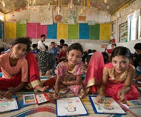 Gevluchtte Rohingya-kinderen in een onderwijscentrum in Cox Bazar, Bangladesh