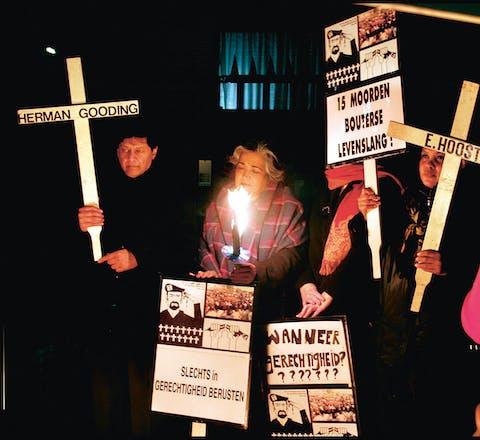 Herdenking van de Decembermoorden bij het consulaat van Suriname in Amsterdam (december 2015)