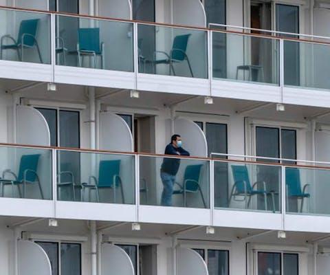 Mensen mogen niet van boord van het cruiseschip ivm de uitbraak van het coronavirus in China