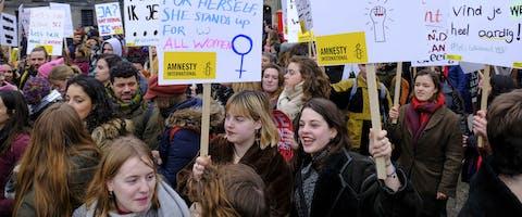 Amnesty-activisten tijdens Women's March in Amsterdam, 8 maart 2020