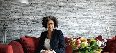Amnesty-vrijwilliger Shirley Kambel, gefotografeerd door Marieke van der Velden