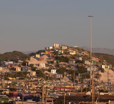 Township Khayelitsha op de Kaapse vlakte (Zuid-Afrika).