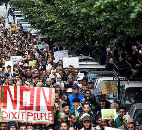 Protesten in Algerije tegen de regering.
