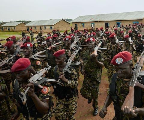 De presidentiële garde van Zuid-Sudan tijdens een oefening
