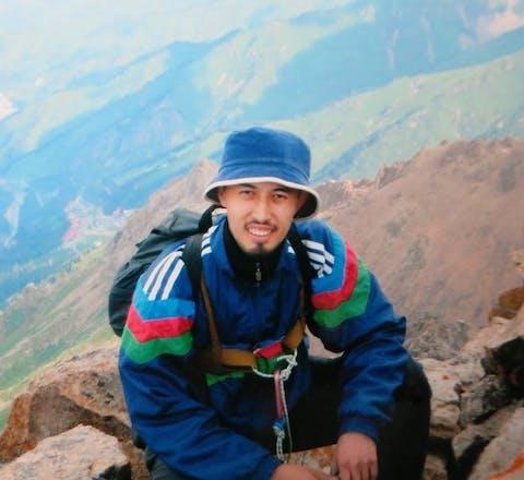 Een rechtbank in Almaty heeft gewetensgevangene Alnur Ilyashev gestraft met drie jaar vrijheidsbeperking vanwege het verspreiden van valse informatie. Hij uitte kritiek op de corona-aanpak van de regering van Kazachstan.