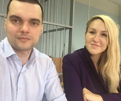 De Russische arts Anastasia Vasilyeva uitte haar twijfels over de aanpak van de coronacrisis door de Russische autoriteiten. Ze werd gearresteerd en kreeg een boet.