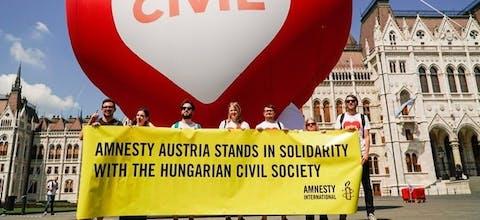 Solidariteitsactie van Amnesty in de Hongaarse hoofdstad Budapest