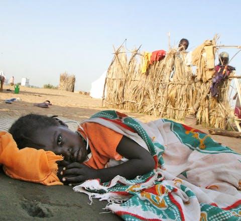 Vele honderdduizenden Sudanezen uit Darfur sloegen vanaf februari 2003 op de vlucht voor moordende en verkrachtende Janjaweed-milities