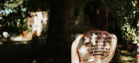 Onvrijwillige seks is verkrachting. Zo zou het ook in de wet moeten staan. Daarom voert Amnesty de campagne #LetsTalkAboutYes