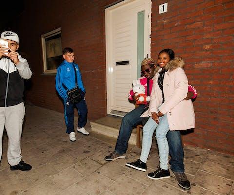 Jongeren in de Rotterdamse wijk Feijenoord.