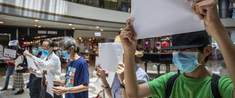 Demonstratie tijdens lunchtijd nadat de autoriteiten het roepen van het woord 'revolutie' heeft verboden