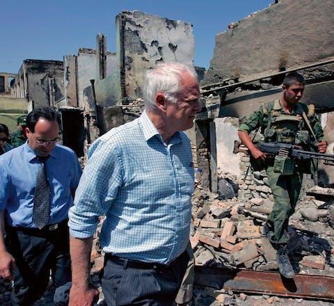 Thomas Hammarberg op bezoek in Georgië (augustus 2008). 'Daar heb ik persoonlijk meer dan honderd mensen uit de gevangenis gehaald.'