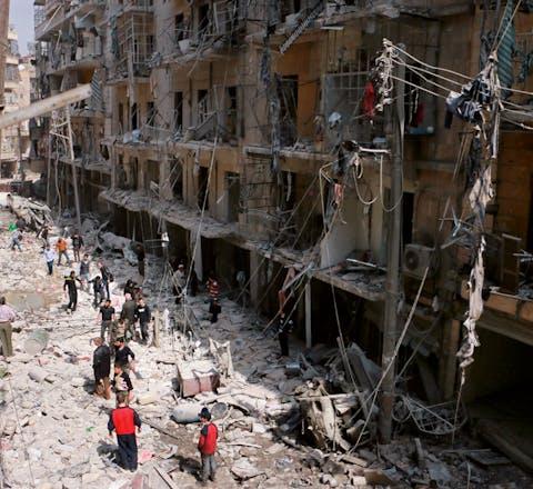 een gebombardeerde straat in Noord-Aleppo' half maart