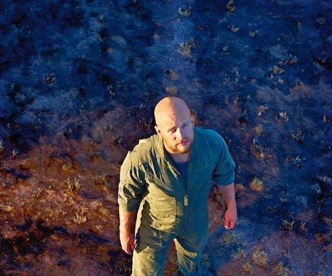 De Amerikaan Brandon Bryant was vierenhalf jaar dronepiloot in het Amerikaanse leger. Inmiddels ziet hij zichzelf als oorlogsmisdadiger.