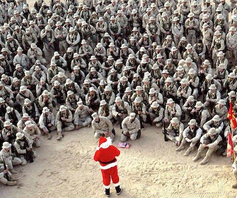 Amerikaans militair kamp in de woestijn van Koeweit viert Kerstmis in 2002. Een paar maanden later zouden de VS Irak binnenvallen.