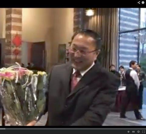 bloemen voor de Chinese ambassadeur in Den Haag